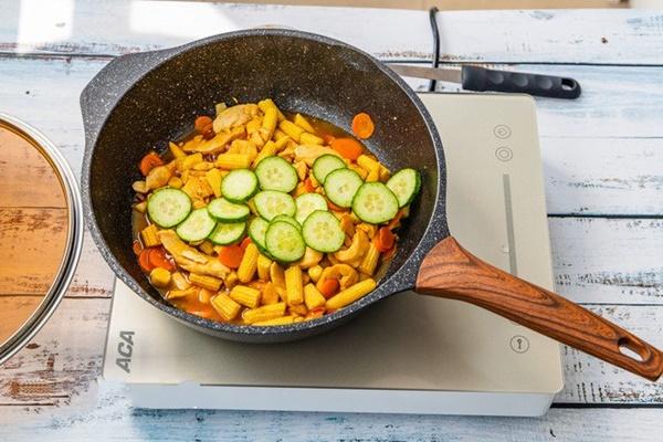 Gà xào rau củ - đủ chất ngon cơm cho bữa tối bận rộn-5