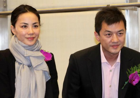 Nội tình vụ ly hôn giữa Vương Phi và Lý Á Bằng bị lộ, liệu đây có phải nguyên nhân thiên hậu Hong Kong quay lại với tình trẻ?-2