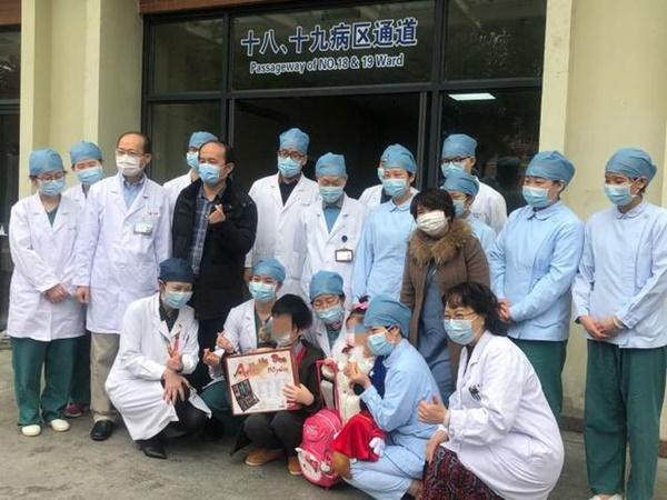 8/9 người trong gia đình mắc COVID-19 trước khi đến Nhật Bản du lịch và cuộc sống cách ly thấm đẫm tình người của 2 anh em bệnh nhi nhỏ tuổi-1
