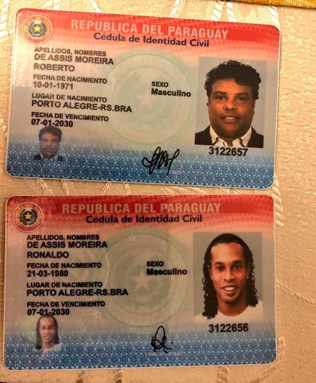 Huyền thoại Ronaldinho sống sung sướng trong tù: Thoải mái uống rượu, được bạn tù săn đón xin chữ ký-3