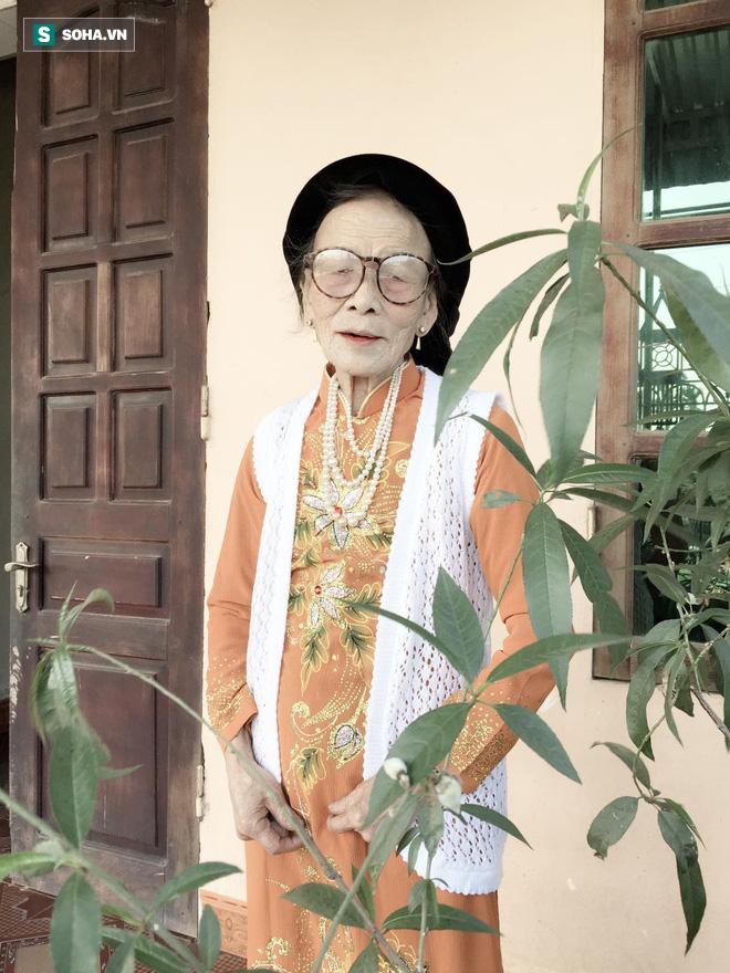 Bà ngoại 80 tuổi xuyên đêm xem phim Hàn, mỗi lần các cháu vào thăm lại có câu hỏi khiến tất cả bật cười-3