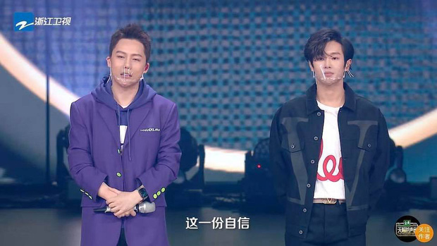 Hình ảnh gây sốt Weibo: Dàn HLV và thí sinh show thực tế đeo khẩu trang dã chiến giữa đại dịch COVID-19-4