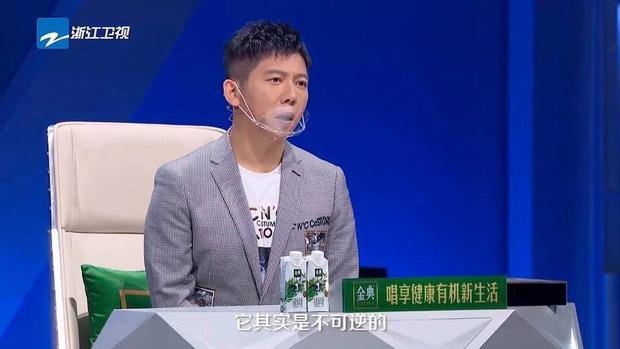 Hình ảnh gây sốt Weibo: Dàn HLV và thí sinh show thực tế đeo khẩu trang dã chiến giữa đại dịch COVID-19-3