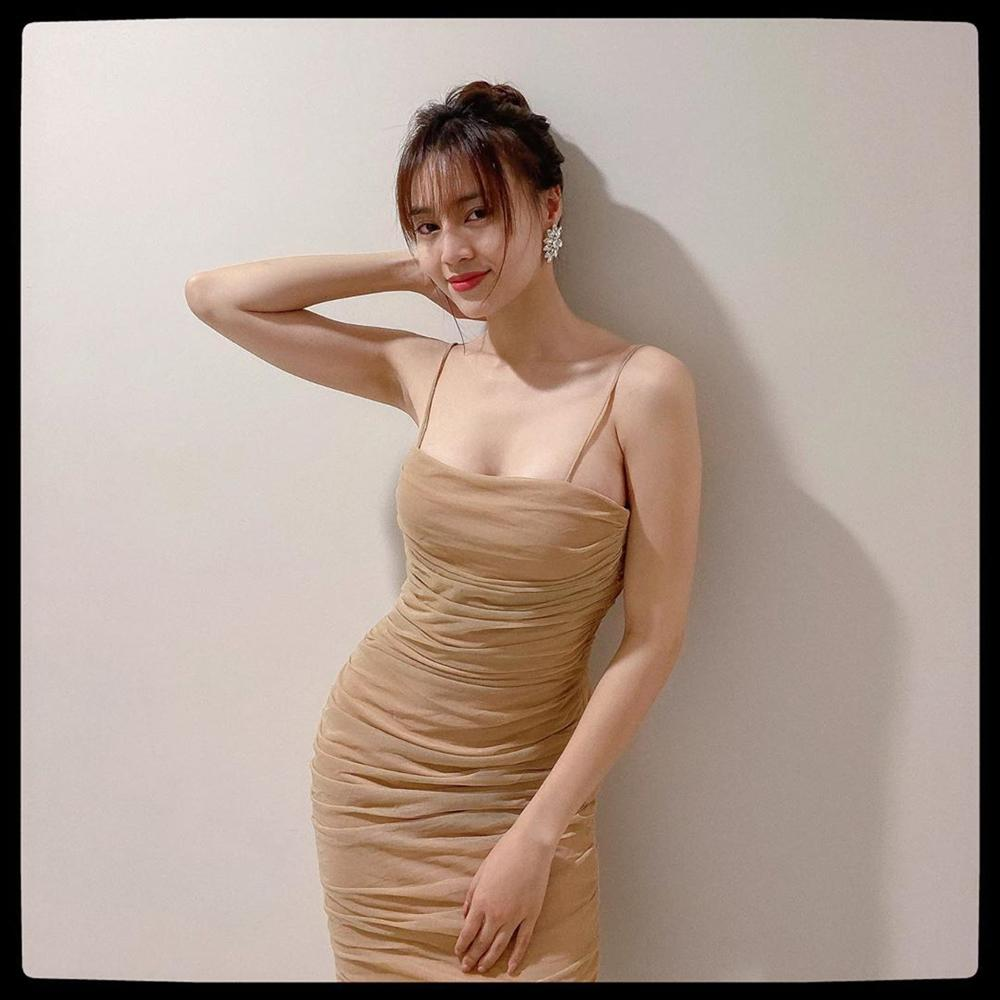 Style của Lan Ngọc rất thiếu những items kín cổng cao tường, thay vào đó là thật nhiều đồ hở vai để trông sexy mà tinh tế-9