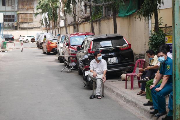 TP.HCM cách ly chung cư hơn 1.000 dân nơi bệnh nhân thứ 48 sinh sống: Nội bất xuất, ngoại bất nhập-4