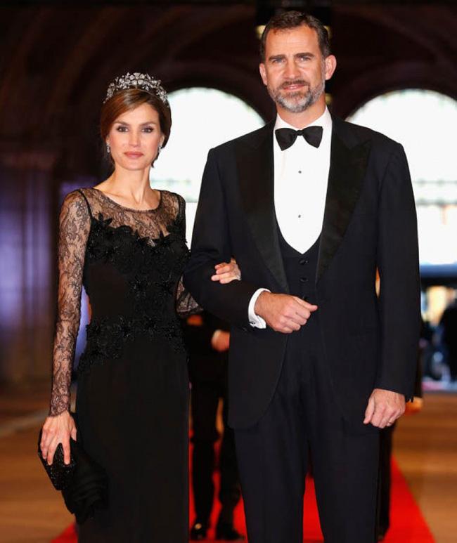Công bố kết quả xét nghiệm Covid-19 của Vua và Hoàng hậu Tây Ban Nha, Hoàng gia Anh có động thái mới chưa từng thấy trước tình hình dịch bệnh-1