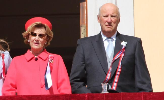 Công bố kết quả xét nghiệm Covid-19 của Vua và Hoàng hậu Tây Ban Nha, Hoàng gia Anh có động thái mới chưa từng thấy trước tình hình dịch bệnh-2
