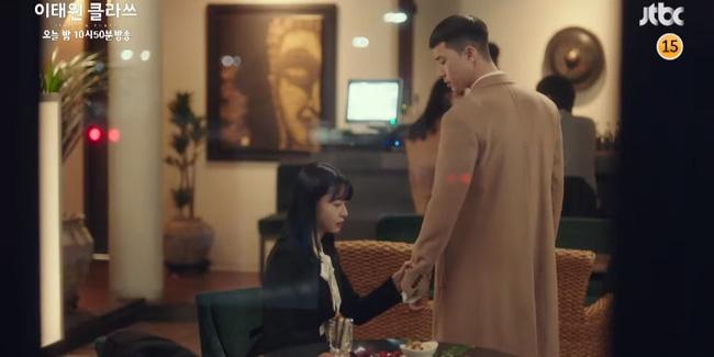 Itaewon Class: Điên nữ Da Mi ngất xỉu lại còn bị bắt cóc khiến Park Seo Joon hoảng loạn đến điên dại?-7