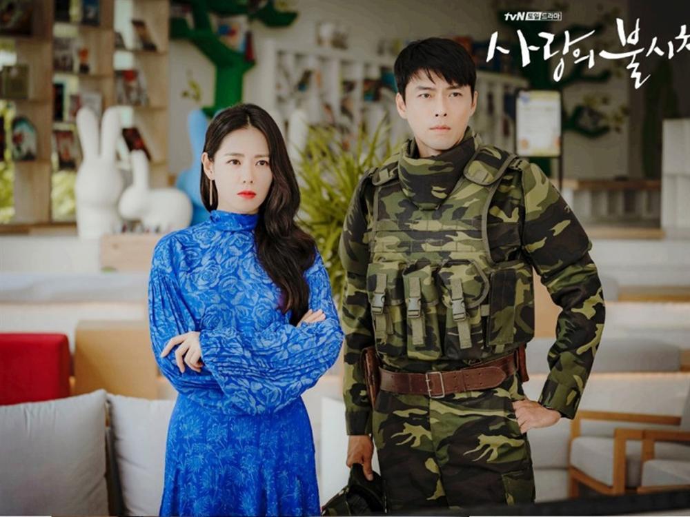 Lên phim bị váy áo che hết chứ ai ngờ ngoài đời Son Ye Jin gợi cảm, body sexy chuẩn chai coca thế này cơ mà-3