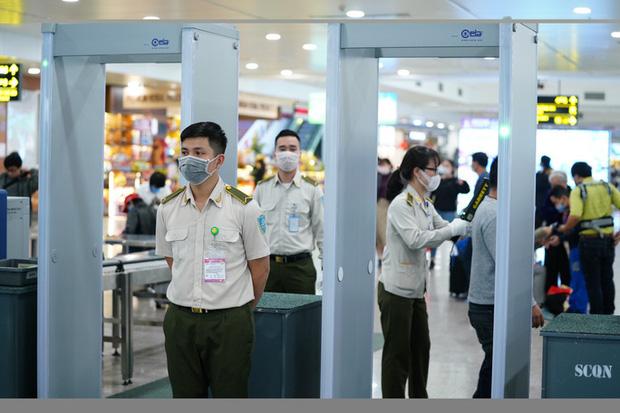 88 khách nước ngoài trên chuyến bay có tiếp viên mắc Covid-19 lưu trú tại 36 khách sạn ở Hà Nội-1