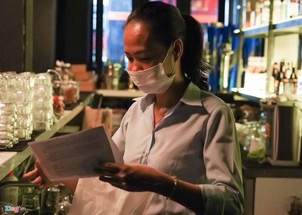 Tiệm massage tắt đèn, quán bar ở Bùi Viện đóng cửa đêm đầu tiên-4
