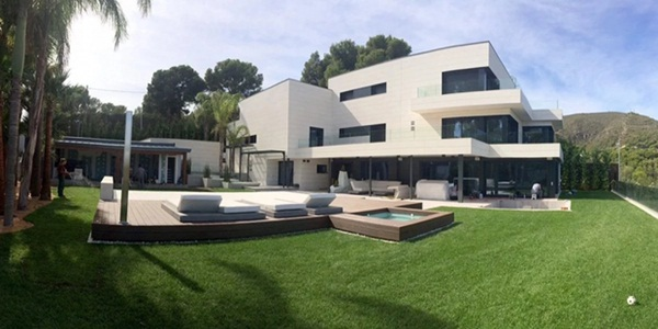 Lo ngại dịch Covid-19, Messi cùng gia đình tự cách ly trong biệt thự 200 tỷ, có sân bóng ở ngay trong nhà-1