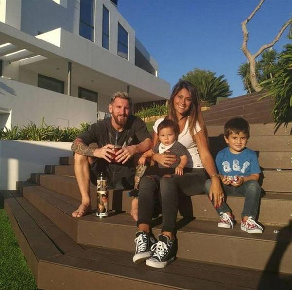 Lo ngại dịch Covid-19, Messi cùng gia đình tự cách ly trong biệt thự 200 tỷ, có sân bóng ở ngay trong nhà-5