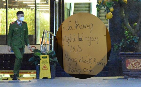 Hà Nội - nơi bệnh nhân 50 nhiễm Covid-19 sinh sống: Nhiều cửa hàng treo biển mong khách thông cảm, nghỉ bán hàng-1
