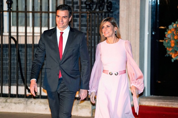Tây Ban Nha bị phong tỏa toàn quốc vì đại dịch, phu nhân thủ tướng cũng dương tính với Covid-19-1
