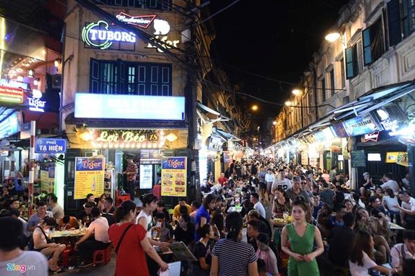 Hà Nội: Quán bar phố Tây Tạ Hiện tạm ngừng hoạt động, mong khách giữ sức khỏe trong dịch bệnh-1