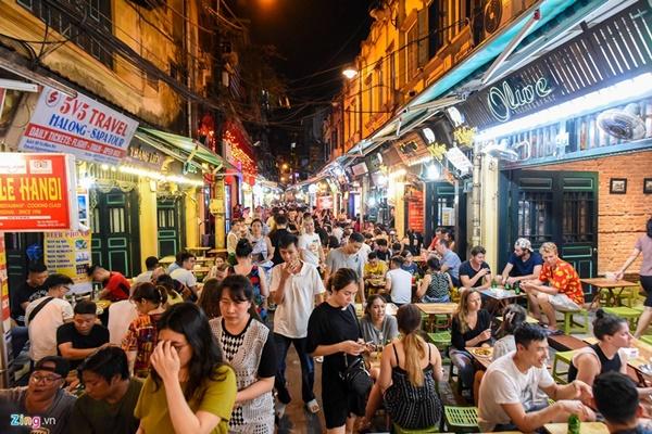 Hà Nội: Quán bar phố Tây Tạ Hiện tạm ngừng hoạt động, mong khách giữ sức khỏe trong dịch bệnh-4
