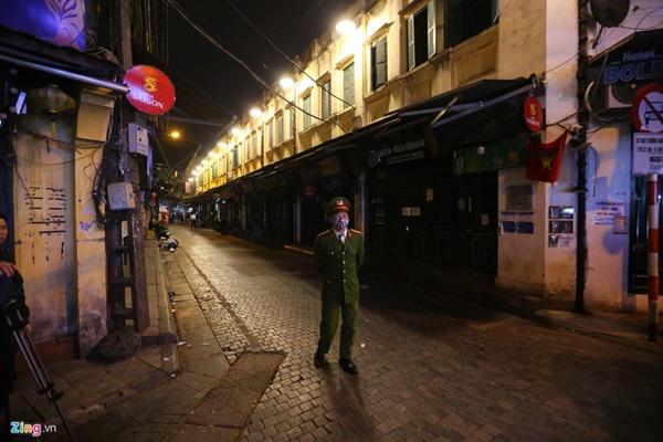Hà Nội: Quán bar phố Tây Tạ Hiện tạm ngừng hoạt động, mong khách giữ sức khỏe trong dịch bệnh-7