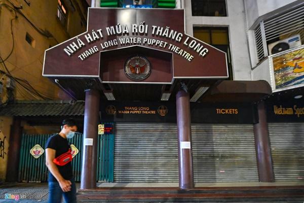 Hà Nội: Quán bar phố Tây Tạ Hiện tạm ngừng hoạt động, mong khách giữ sức khỏe trong dịch bệnh-11