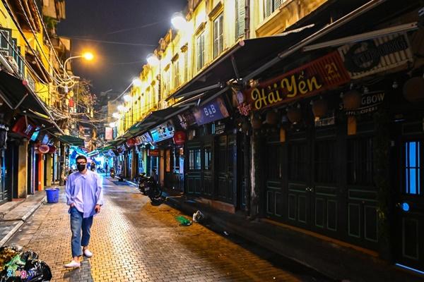 Hà Nội: Quán bar phố Tây Tạ Hiện tạm ngừng hoạt động, mong khách giữ sức khỏe trong dịch bệnh-3