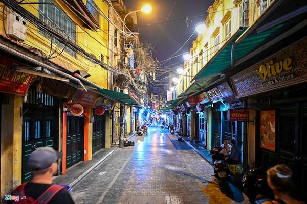 Hà Nội: Quán bar phố Tây Tạ Hiện tạm ngừng hoạt động, mong khách giữ sức khỏe trong dịch bệnh-5