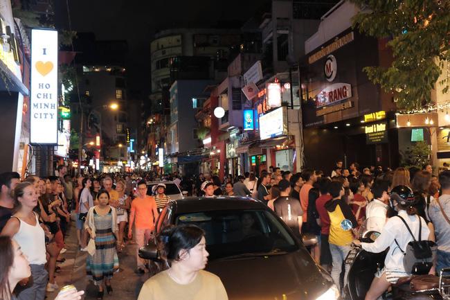 Nóng: Từ 18h tối nay, TP.HCM tạm dừng hoạt động quán bar, rạp chiếu phim, cơ sở massage-1