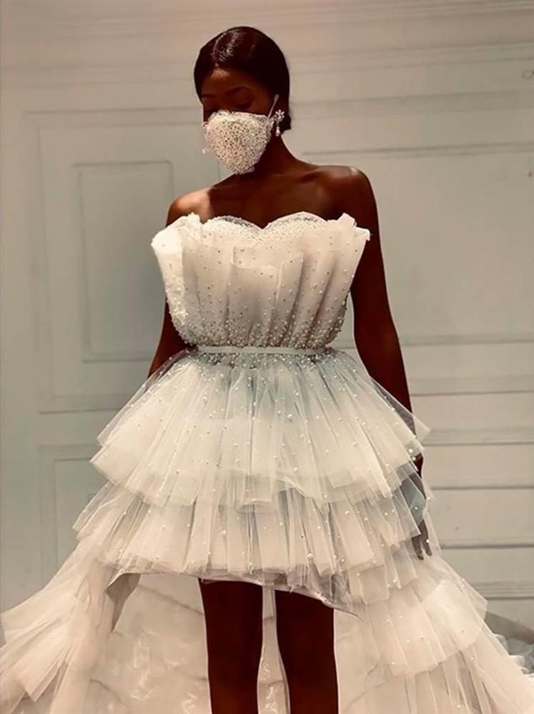 NTK Ai Cập tung combo chống dịch cho các cô dâu: Váy cưới cùng khẩu trang-1