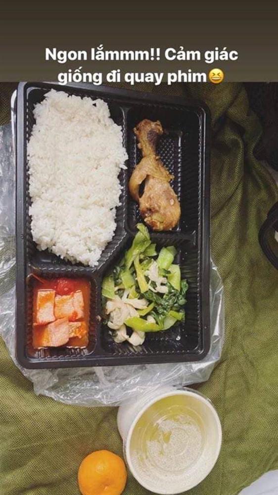 Hotgirl Việt khoe những bữa cơm tuyệt ngon khi cách ly tập trung, fan tấm tắc hơn cả nghỉ dưỡng-1