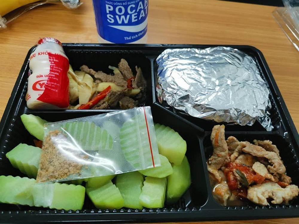 Hotgirl Việt khoe những bữa cơm tuyệt ngon khi cách ly tập trung, fan tấm tắc hơn cả nghỉ dưỡng-11