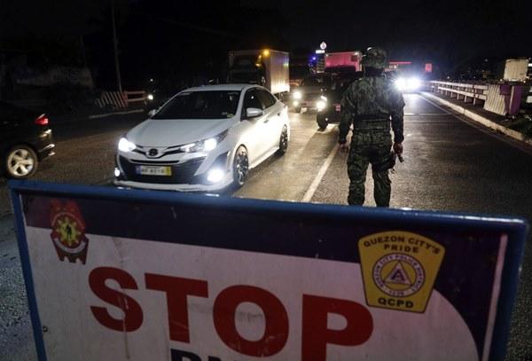 Hàng nghìn cảnh sát, binh sĩ Philippines phong tỏa thủ đô vì Covid-19-1