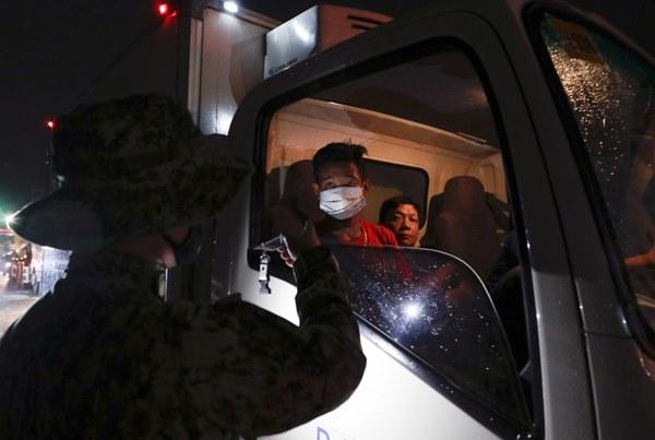 Hàng nghìn cảnh sát, binh sĩ Philippines phong tỏa thủ đô vì Covid-19-2