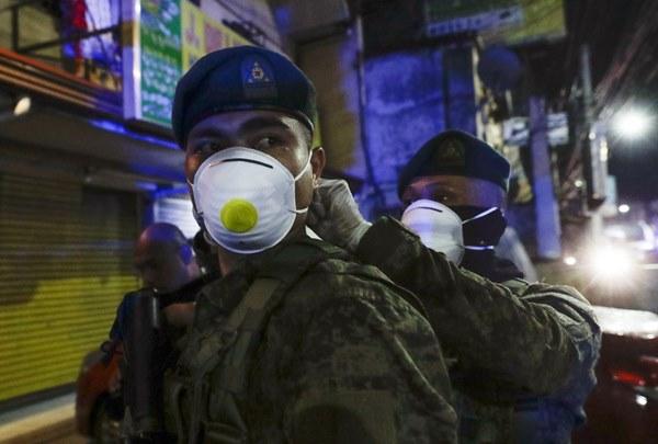Hàng nghìn cảnh sát, binh sĩ Philippines phong tỏa thủ đô vì Covid-19-6
