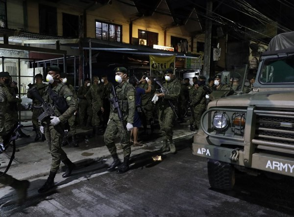 Hàng nghìn cảnh sát, binh sĩ Philippines phong tỏa thủ đô vì Covid-19-7