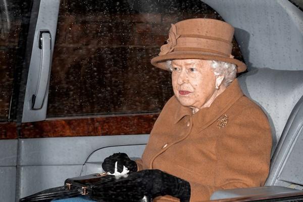 Tiết lộ phương án tránh dịch Covid-19 của Nữ hoàng Anh, vợ chồng Công nương Kate cũng chịu ảnh hưởng ít nhiều-1
