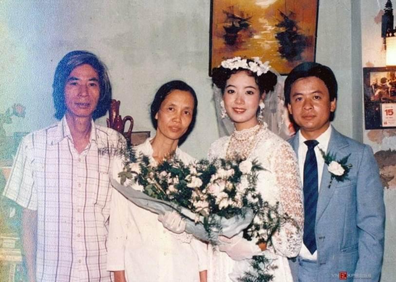 Chia sẻ loạt ảnh cưới nhân kỷ niệm 33 năm ngày về chung một nhà với ông xã, NSƯT Chiều Xuân khiến dân tình xuýt xoa vì vẻ ngoài xinh đẹp không đổi-1