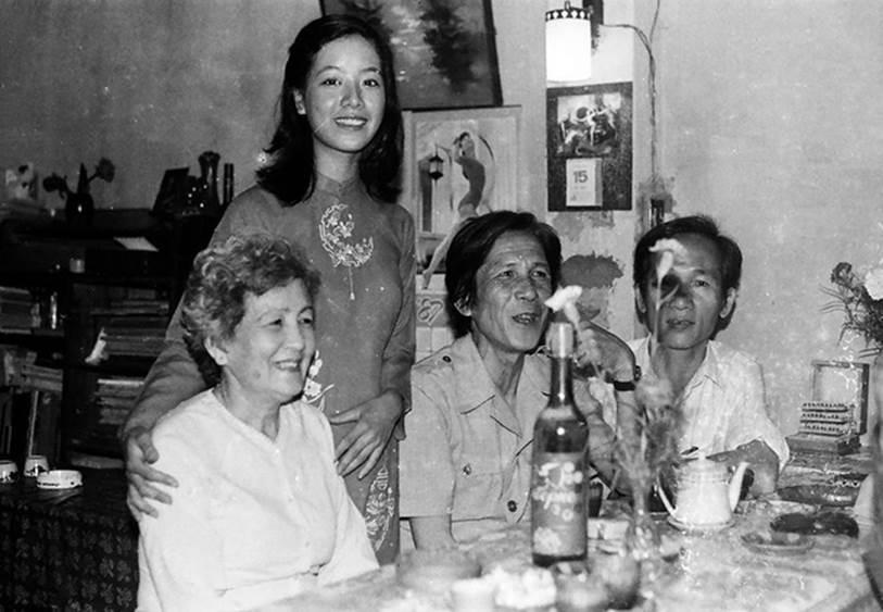 Chia sẻ loạt ảnh cưới nhân kỷ niệm 33 năm ngày về chung một nhà với ông xã, NSƯT Chiều Xuân khiến dân tình xuýt xoa vì vẻ ngoài xinh đẹp không đổi-5