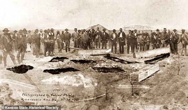 Từng là mồ chôn tập thể các nạn nhân, nhà của gia đình những kẻ giết người hàng loạt đầu tiên của Mỹ được rao bán với giá hàng chục tỷ đồng-3