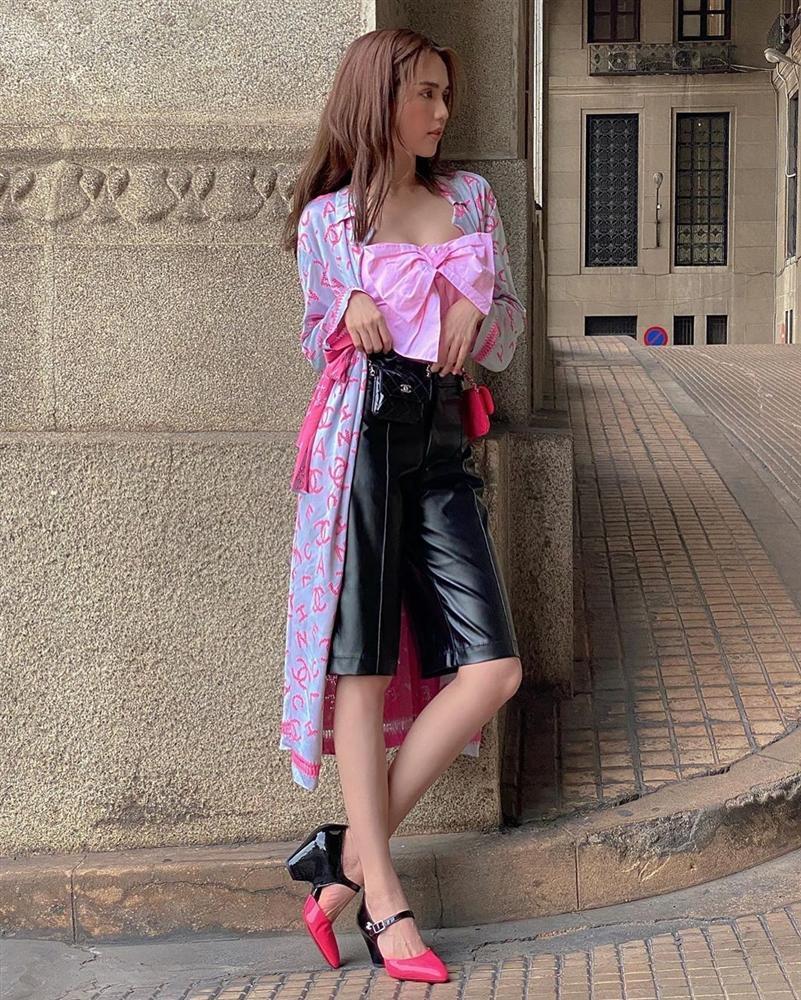 Street style sao Việt: Ngọc Trinh lộ chân gân guốc, chị đại Lệ Quyên eo bé đến mức như bơi trong váy-1