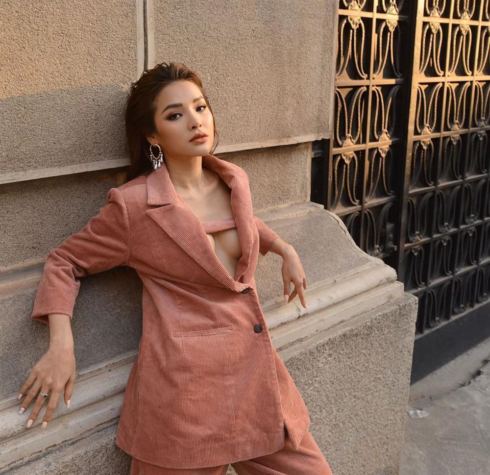 Street style sao Việt: Ngọc Trinh lộ chân gân guốc, chị đại Lệ Quyên eo bé đến mức như bơi trong váy-17