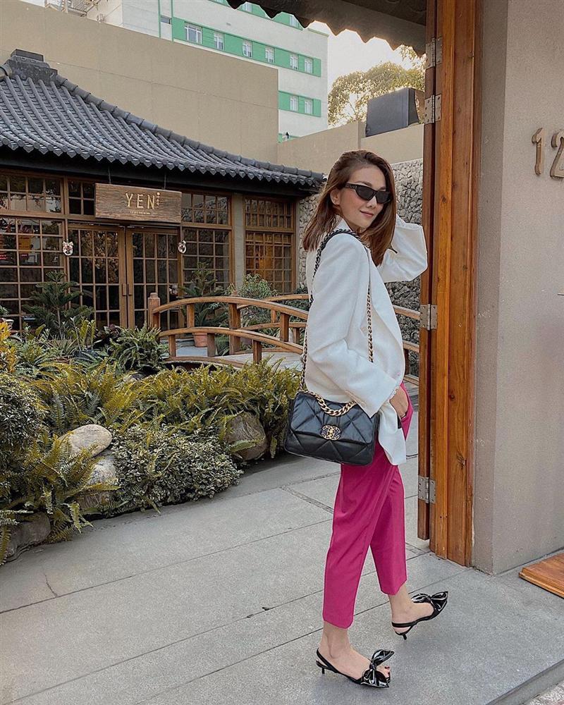 Street style sao Việt: Ngọc Trinh lộ chân gân guốc, chị đại Lệ Quyên eo bé đến mức như bơi trong váy-4