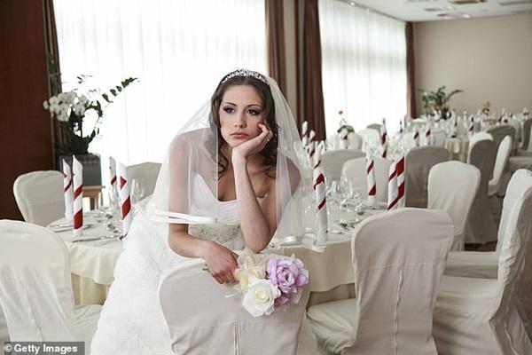 Chi nghìn USD để chuẩn bị đám cưới nhưng sợ khách không đến vì dịch Covid-19, cô dâu gây phẫn nộ khi đăng đàn cảnh cáo không đến thì chết với tôi-1