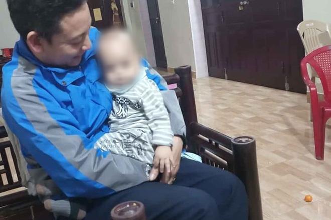 Bé trai 12 tháng tuổi bị bỏ rơi trước cổng chùa kèm lá thư viết: Gia đình lục đục, nhờ nhà chùa nuôi giúp-1