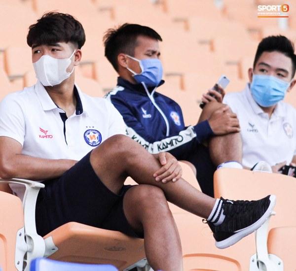 HLV trưởng tiết lộ sốc về bệnh của Hà Đức Chinh: Hiện tại chơi bóng sẽ nguy hiểm tính mạng, phải rất lâu nữa mới trở lại sân cỏ-2