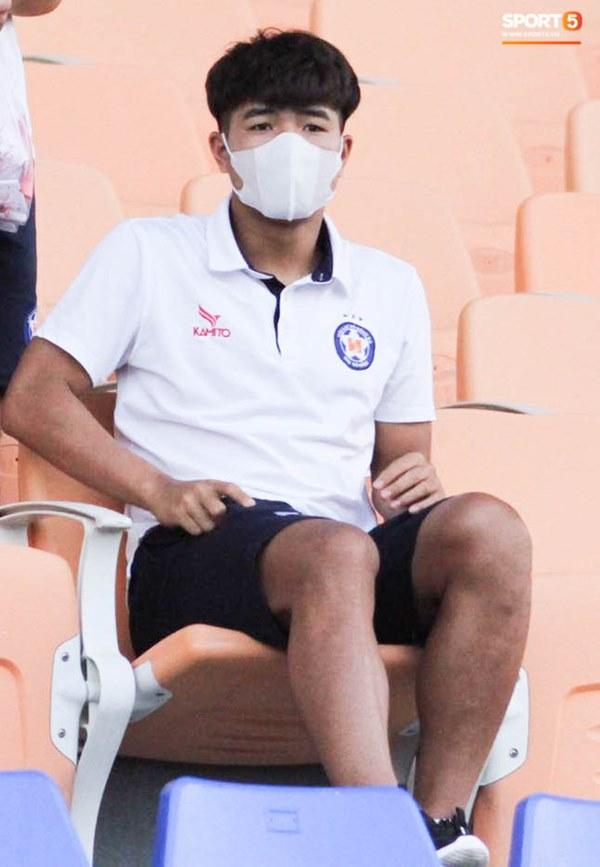 HLV trưởng tiết lộ sốc về bệnh của Hà Đức Chinh: Hiện tại chơi bóng sẽ nguy hiểm tính mạng, phải rất lâu nữa mới trở lại sân cỏ-4
