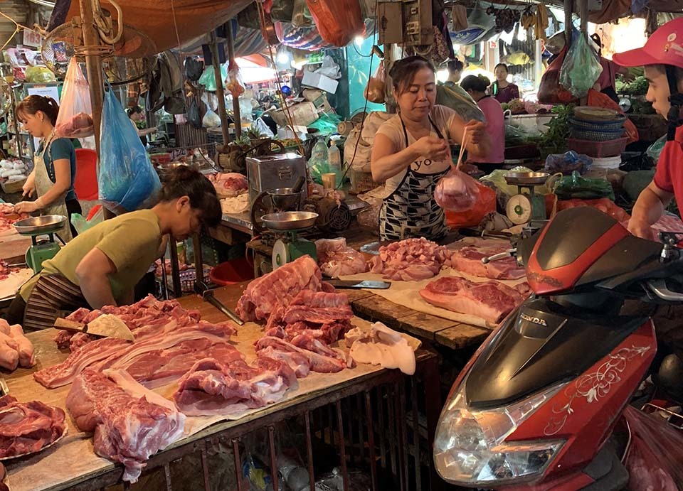 Bộ trưởng cảnh báo vẫn không chịu giảm, ai đủ sức ép giá thịt lợn-1