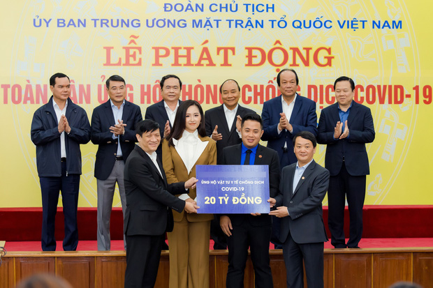 Hoa hậu Mai Phương Thuý gặp Thủ tướng Chính phủ, đại diện ủng hộ 20 tỷ đồng phòng chống đại dịch Covid-19-1