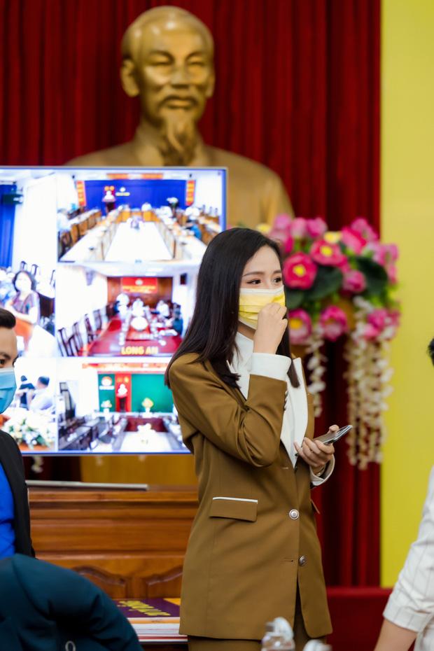Hoa hậu Mai Phương Thuý gặp Thủ tướng Chính phủ, đại diện ủng hộ 20 tỷ đồng phòng chống đại dịch Covid-19-5