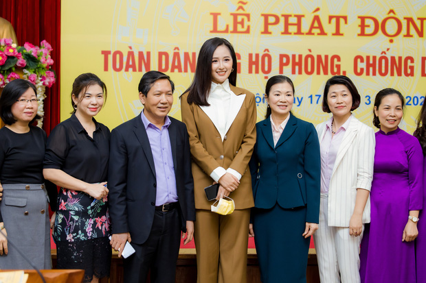 Hoa hậu Mai Phương Thuý gặp Thủ tướng Chính phủ, đại diện ủng hộ 20 tỷ đồng phòng chống đại dịch Covid-19-7