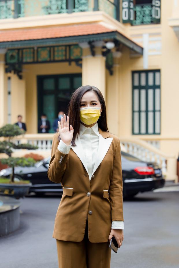 Hoa hậu Mai Phương Thuý gặp Thủ tướng Chính phủ, đại diện ủng hộ 20 tỷ đồng phòng chống đại dịch Covid-19-4