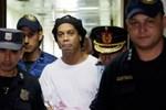 Ronaldinho đi tù và dấu chấm hết cho ngày trở về Barca-3